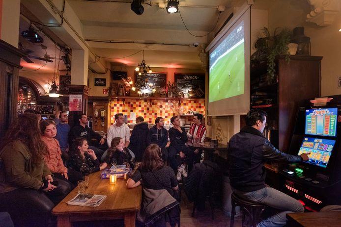 Café De Vulling tijdens Feyenoord - NAC in de halve finale van de KNVB-beker.