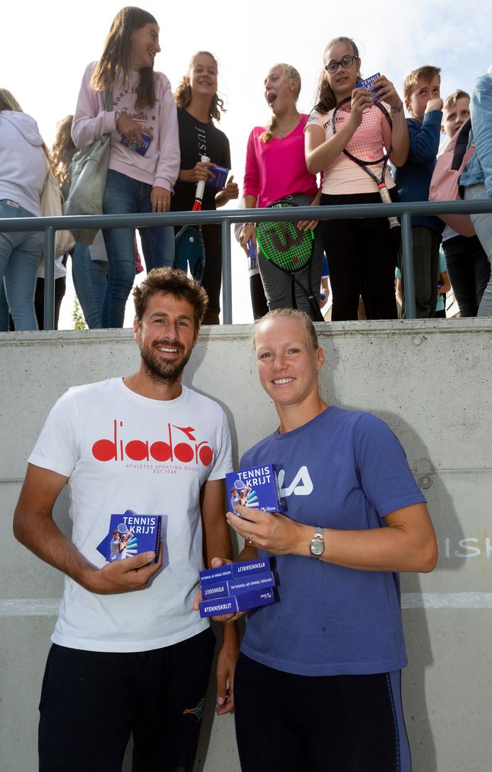 Kiki Bertens en Robin Haase gaven vandaag een tennisclinic op hun oude school het Segbroek College.