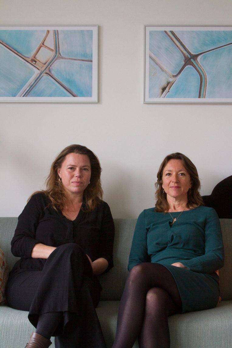 Shanti Koenen & Maroesja Perizonius. Zij groeiden op in een Bhagwan-commune in Amsterdam. Beeld  Chris Ravroy
