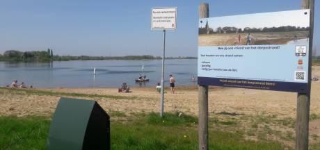 Zomer in april: op strandje in eigen dorp meivakantie aftrappen