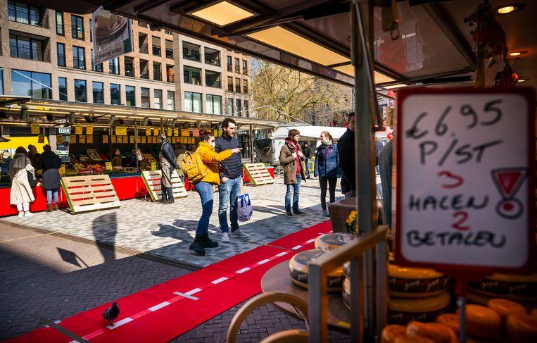 De Vredenburgmarkt in Utrecht, zaterdag Beeld Freek van den Bergh / de Volkskrant