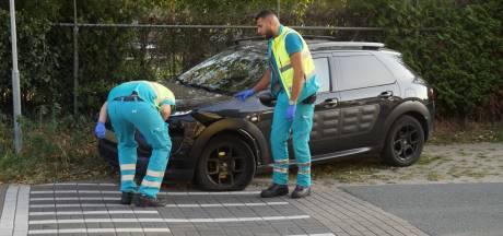 Twee auto's botsen tegen elkaar in Kaatsheuvel, moeder en jonge baby naar ziekenhuis