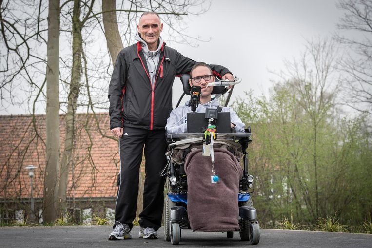 Matthias Velghe (rechts) met Didier Van Impe, een van de trekkers van de vzw Refuse To Sink.