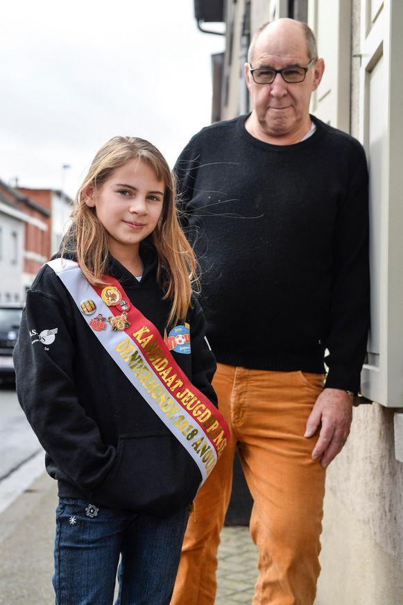 Kandidaat-jeugdprinses Anouk en haar grootvader Albert De Bock.