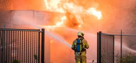 Grote brand verwoest bedrijfspand DHL in Nieuwegein