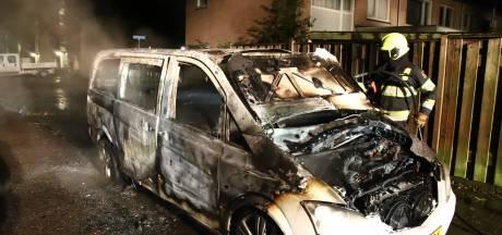 Twee auto's in brand in Culemborg