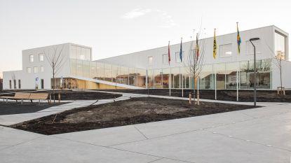 Nieuw gemeentehuis kost 6,3 miljoen euro, maar ziet er prachtig uit