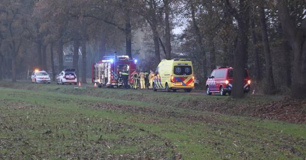 Man uit Haaksbergen nacht lang in auto bij Diepenheim na dodelijk ongeluk.