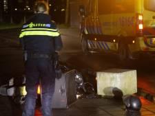 Maaltijdbezorger klapt op betonblok in Gouda