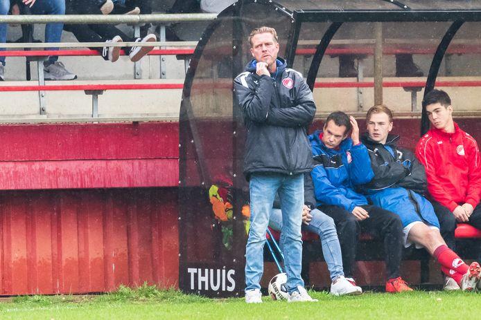Reünie-trainer Peter Jansen (op archief) is van mening dat zijn ploeg een uitstekende eerste helft heeft gespeeld
