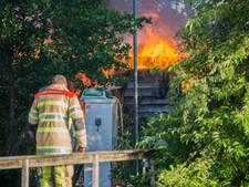 Vlammenzee verwoest schuur in Vinkeveen