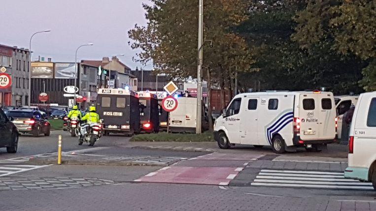 De politie liet niets aan het toeval over en was massaal aanwezig in Deurne-Noord.