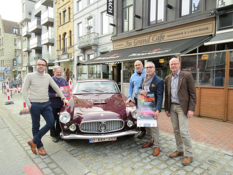 Sebastien Delobelle, Martin Leenknecht, Kurt Hinderyck, Ivan Delobelle en schepen José Debels kondigen trots de 40ste editie van Auto Retro aan.