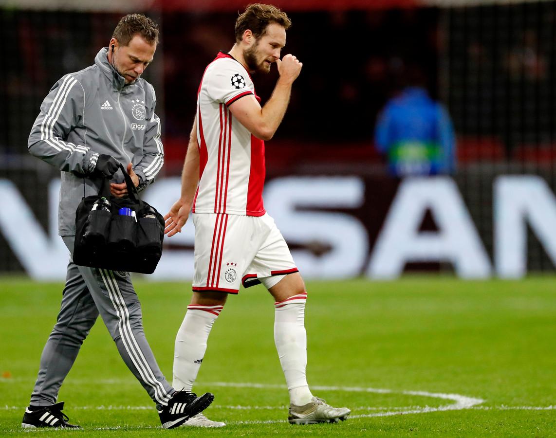 Daley blind valt uit in de Champions League wedstrijd tegen Valencia naar later zou blijken meet hartspier-afwijking.