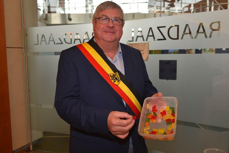 De laatste snoepjes van intussen oud-burgemeester Jos Emmerechts.