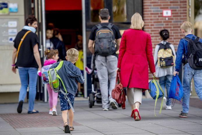 Na de zomervakantie zullen veel kinderen op Zuid langere schooldagen hebben.
