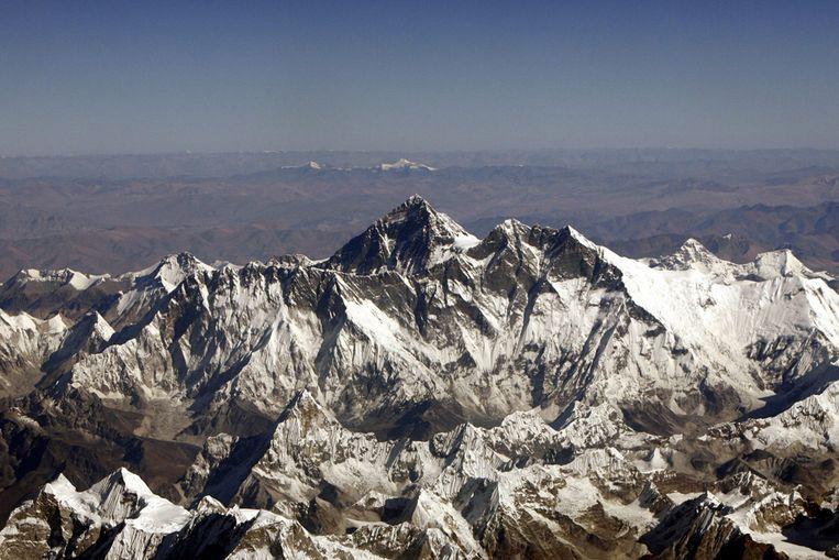 De Mount Everest vanuit de lucht gezien (Reuters) Beeld null