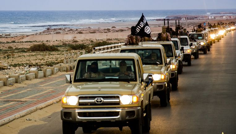 Strijders van IS in Libië, bij de stad Sirte. Beeld AFP