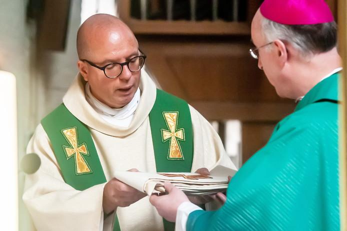 ETTEN-LEUR, foto: Joris Knapen / Pix4Profs.  In Etten-Leur werd de nieuwe pastor van der Laer, geinstalleerd.