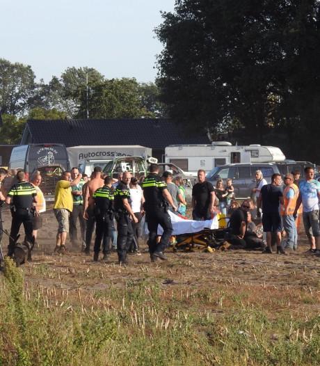 Ooggetuigen beschrijven chaos bij Autocross Leende: 'Je zag mensen door de lucht vliegen'