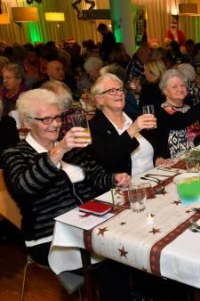 Kerstdiner met Frans Bauer voor ouderen en kwetsbare mensen: 'Ik had dit voor geen goud willen missen'