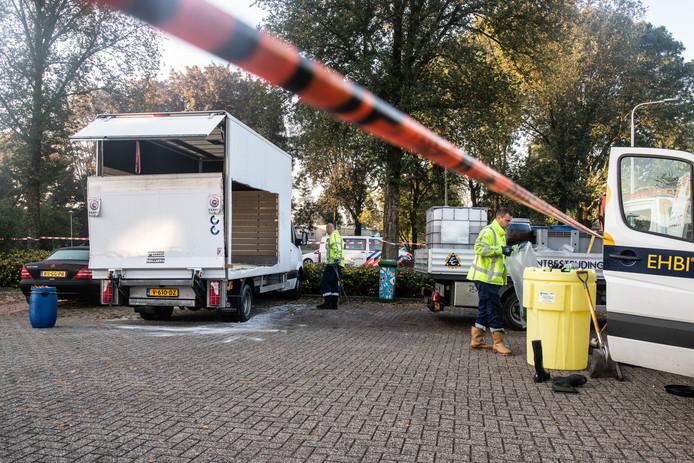 Vrachtwagentje met drugsafval laat tussen Heumen en de wijk Weezenhof in Nijmegen een spoor van 9 kilometer achter. Het busje is op een parkeerplaats aan de 62 ste straat in Weezenhof al lekkend achtergelaten.