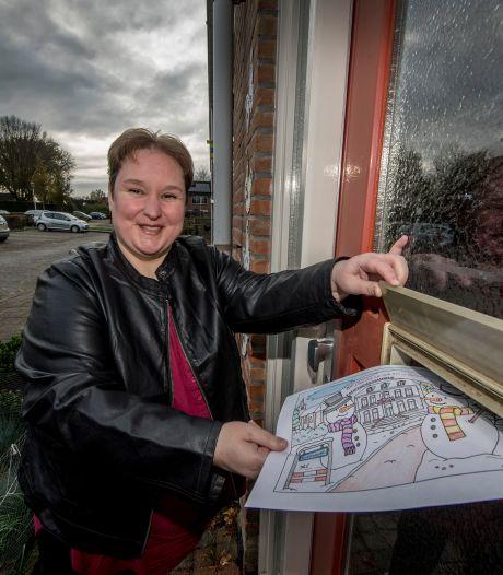 Dankzij Anja (39) uit Dodewaard kleuren kinderen dorpen voor eenzame mensen: 'Juist december is voor hen extra zwaar'
