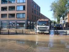 Breuk in waterleiding zorgt voor overlast op de Hoefkade, apotheek ontruimd