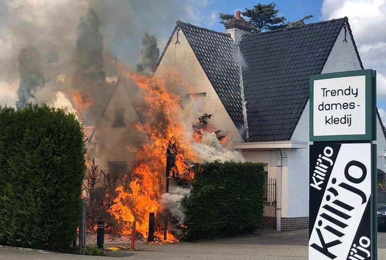 De brand woedde in alle hevigheid.