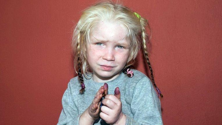 Een foto van het ontvoerde meisje die door de Griekse politie is verspreid Beeld afp