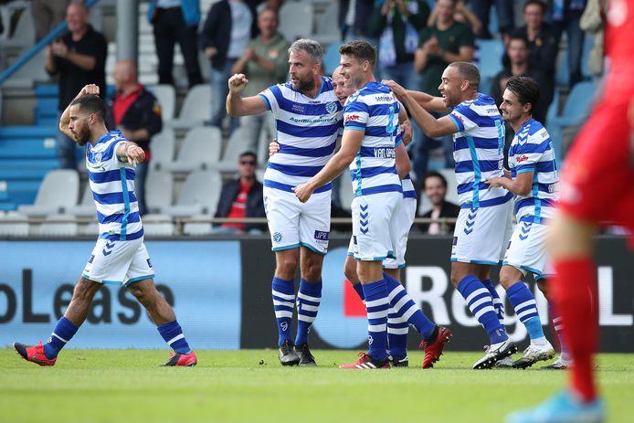 De Graafschap-spelers vieren een van de goals van Elmo Lieftink.