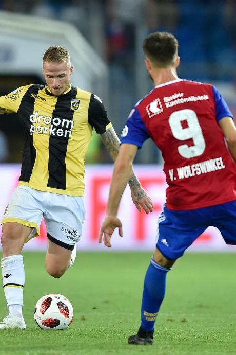 Rood Clarke-Salter leidt tot Europese uitschakeling Vitesse in Basel