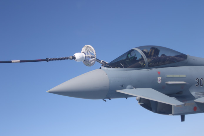 Eurofighter wordt bijgetankt
