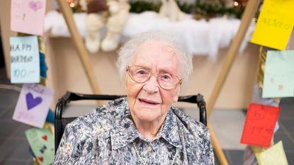 300 kaartjes voor 100ste verjaardag Alice
