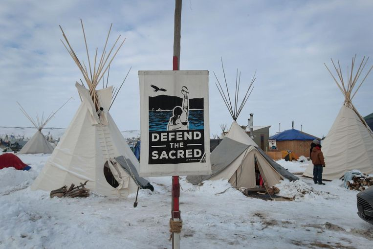Sioux-indianen protesteren bij Standing Rock, North Dakota, tegen een oliepijplijn door hun gebied (2016). Beeld Scott Olson/AFP