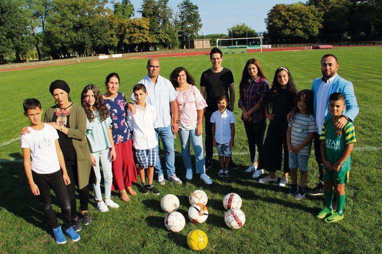 De voetbalmama's en de initiatiefnemers van voetbalclub Vilvoorde City en vzw Fast Forward.