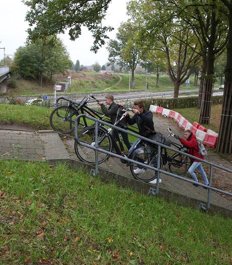 Aanleg hellingbaan voor fietsers, verkeershinder Van der Feltzweg Twello