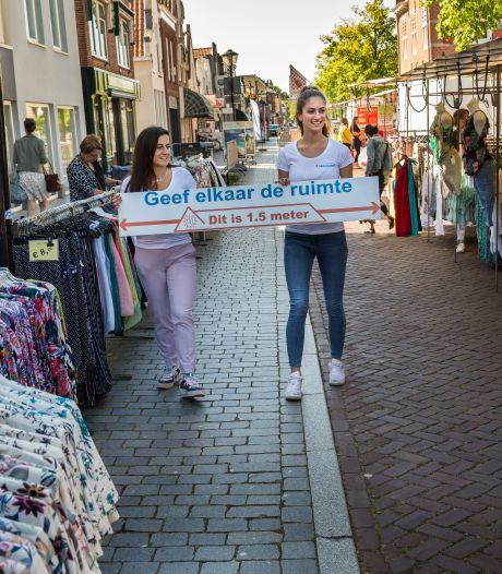 'Meetlatmeisjes' stelen de show op markt in Oud-Beijerland