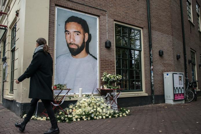 Herdenkingsbeeld bij Club Bitterzoet, waar Djordy werkte.