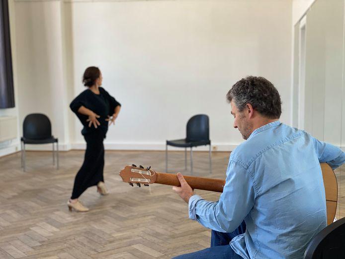 Irene en Alexander repeteren voor een flamencofestival in Gent, eind dit jaar.