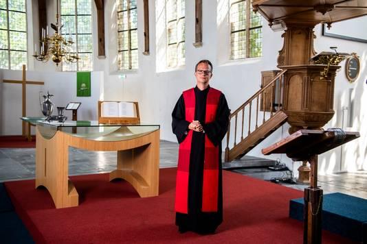Jan Willem Leurgans als pastoor in Moodrecht.