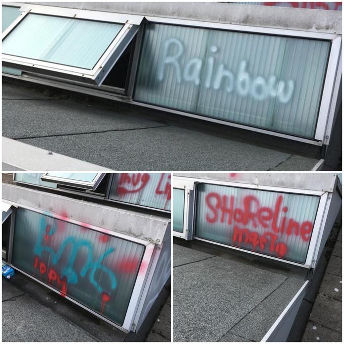 Vandalen hebben graffiti gespoten op de dakramen van basisschool 't Startblok in Elst.