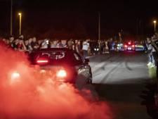 Honderden auto's bij spontane carmeeting in Enschede<br><br>'Dit is bij ons in Duitsland onmogelijk'