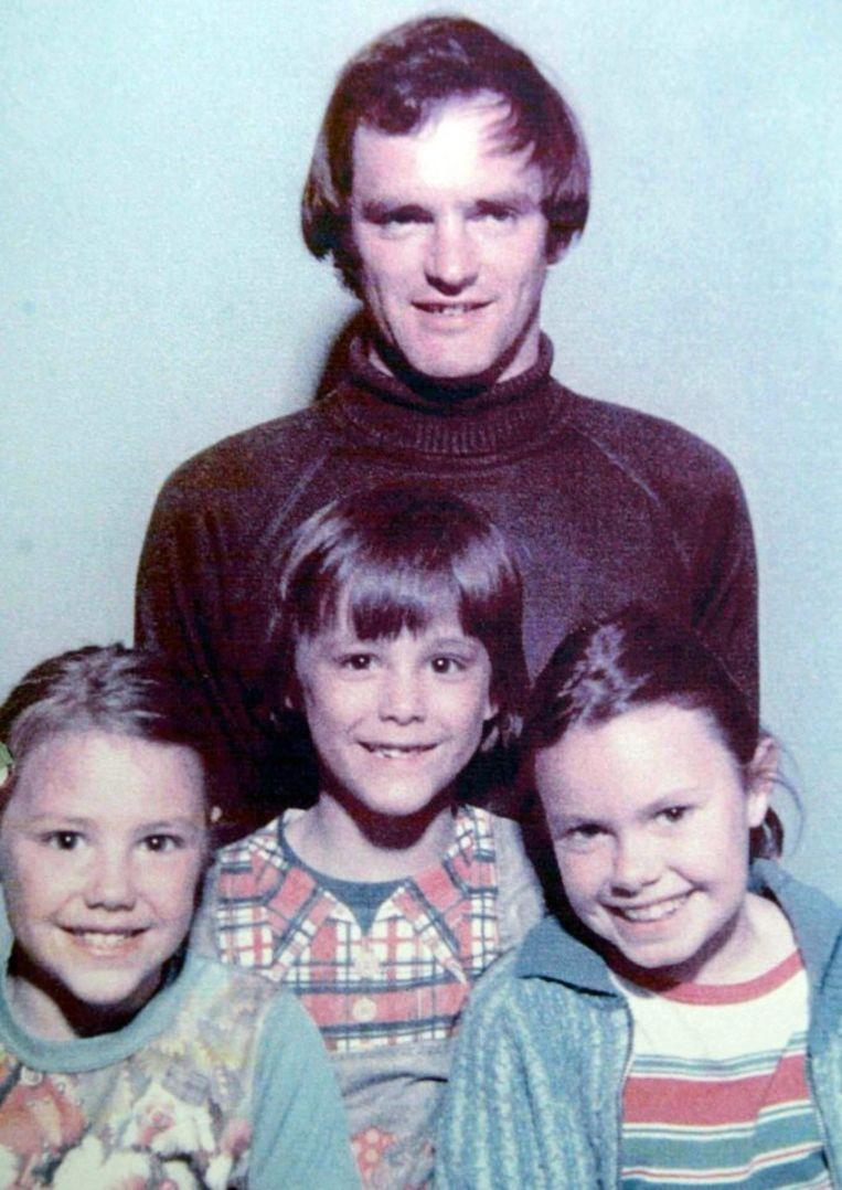 Gordon Park met hun drie kinderen.