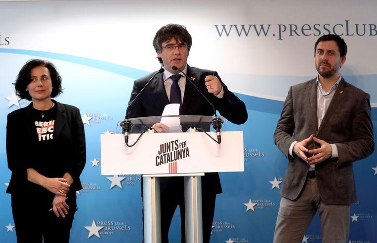 Carles Puigdemont presenteert zijn kandidatuur voor het Europese Parlement, 10 april in Brussel.   Beeld Reuters