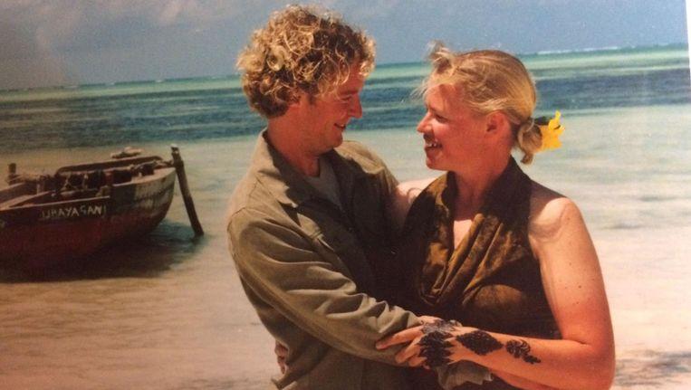 Marike Bonhof op haar trouwdag, ook op een tropisch eiland. Beeld Marike Bonhof