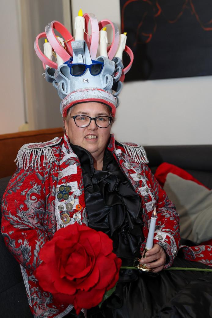 Barbara Verhoeven in vol ornaat.