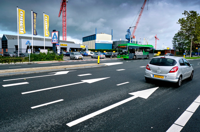 De Merwedestraat wordt aangepast tot eenbaansweg.