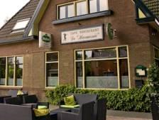 Twee woningen in café-restaurant De Harmonie in Laag-Soeren, nieuw wijkje eromheen