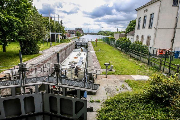Het rechtdoortracé, aan de drie beschermde sluizen in Kortrijk (foto) lijkt onmogelijk. Ook het bypasstracé achter De Venning ligt niet goed in Kortrijk.